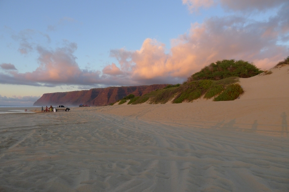 The sunset at Polihale regales us with a thousand different shades of pink.