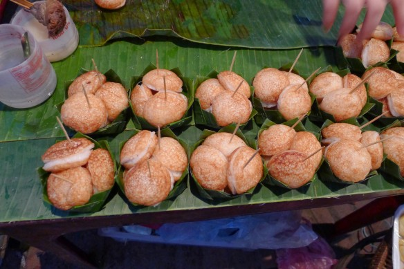 These bad boys are a sort of rice and coconut ebleskivers and they are TO DIE FOR!
